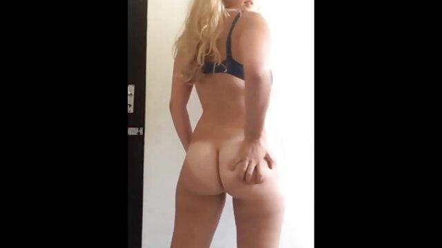Hot porno tidak terdaftar  Dia Bumpin sex jepang kakek sugiono jalang tato