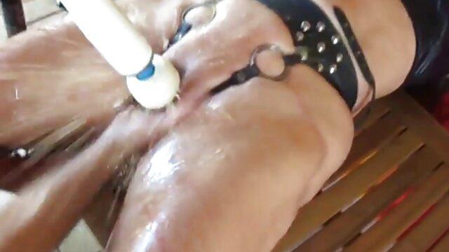 Hot porno tidak terdaftar  Liar pergi ke ATM porno kakek jepang untuk menelan