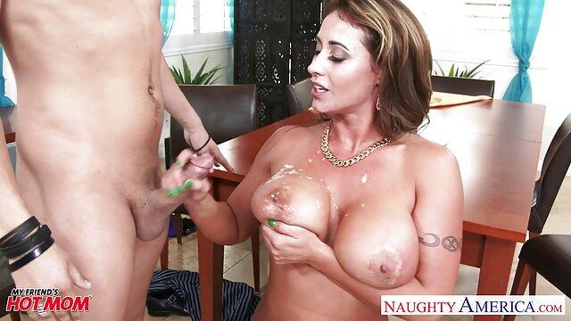 Hot porno tidak terdaftar  Ibu Masturbasi Di tempat tidur jav kakek jepang sebelum dia menelepon suaminya.