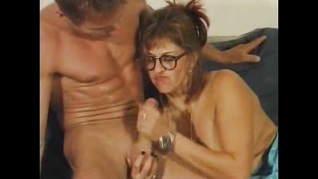 Hot porno tidak terdaftar  Pemandu sorak nakal yang menggosok dan bercinta dengan jari bokep jepang kakek cucu