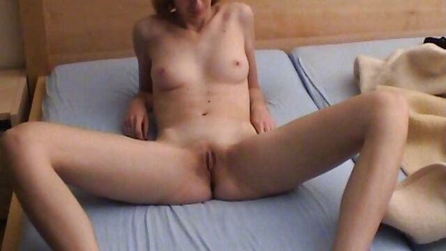 Hot porno tidak terdaftar  Asian menangani menyebabkan tiga hot kakek jepang orang untuk menempatkan dia kesenangan.