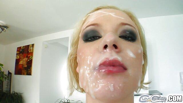 Hot porno tidak terdaftar  Seorang gadis bokeb jepang kakek sugiono kulit putih membersihkan pantat dan berbaring di tempat tidur.