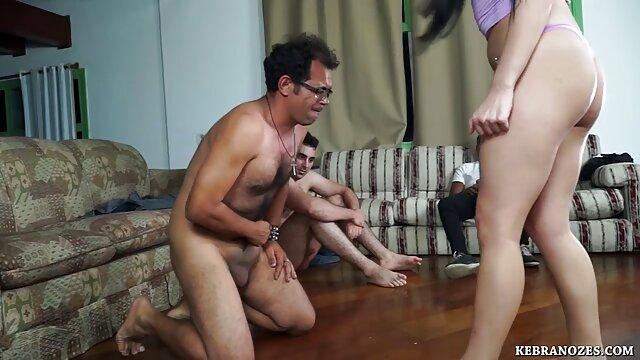 Hot porno tidak terdaftar  Seorang gadis kecil bokep kakek kakek jepang bermain dengan pus
