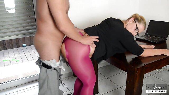 Hot porno tidak terdaftar  Sebuah tamparan hangat kakek jepang bokep yang indah di pantat di kantor